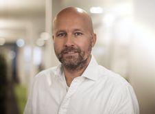 """Lars Gerber neuer Leiter Marke und Werbung bei bonprix bonprix wird 30 und lädt mit der Geburtstagsaktion """"Celebrate & Smile"""" die Kundinnen zum Feiern ein"""